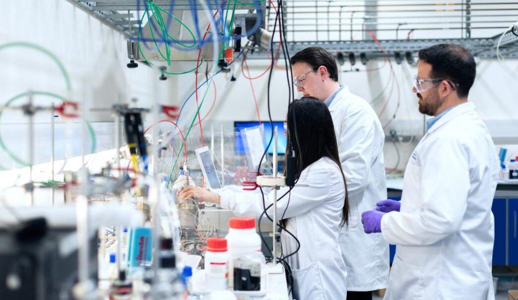 Solidne i wytrzymałe taborety laboratoryjne